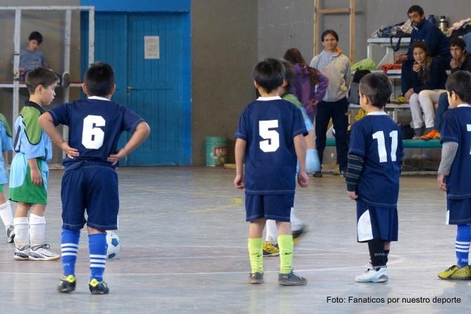 Dos goleadas y un empate entre punteros