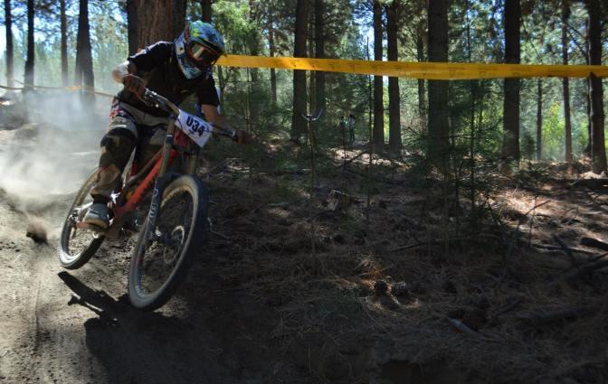 Montecino en la Elite del downhill juninense