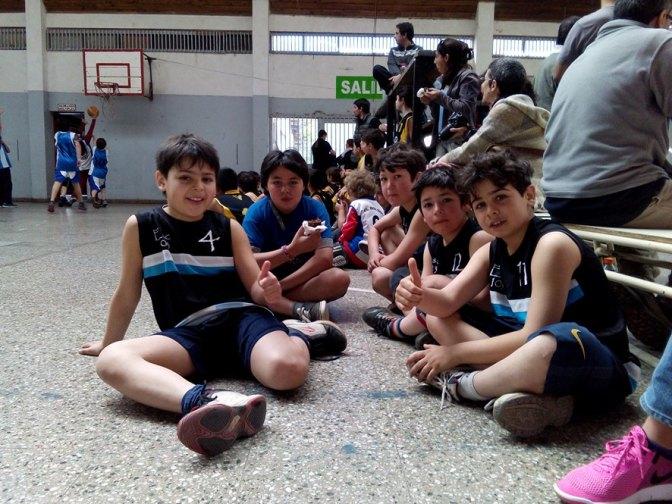 Jornada basquetbolera en el gimnasio municipal de El Bolsón