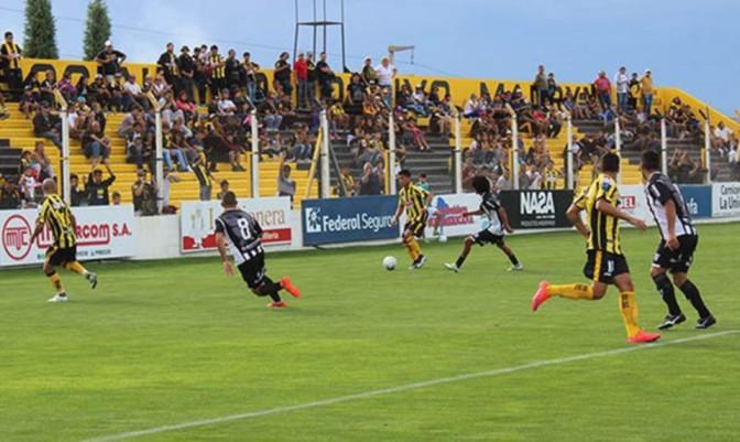 Los jugadores comarcales ganaron como local