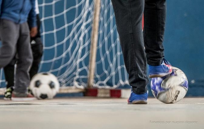 Libre, Veteranos y las chicas juegan en el Polideportivo