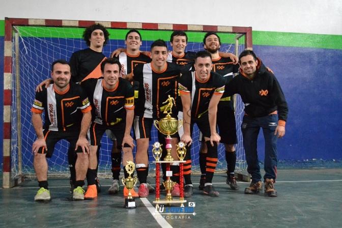 Fanáticos XND y Los Pibes de Mochila gritaron campeón